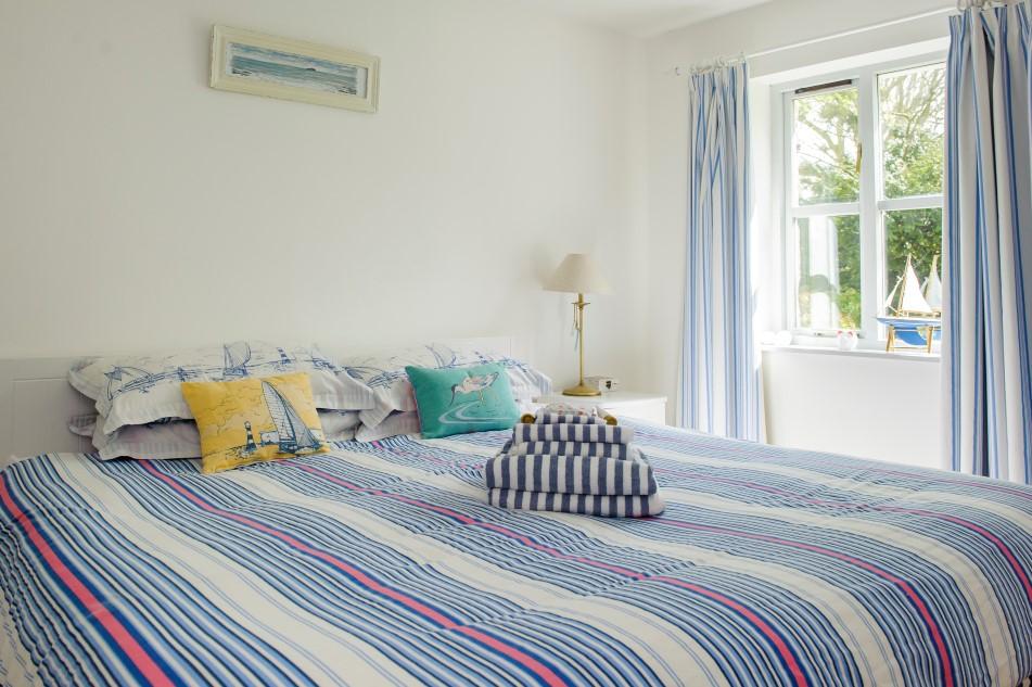 Luxurious Superkingsize bed, Ocean Bedroom